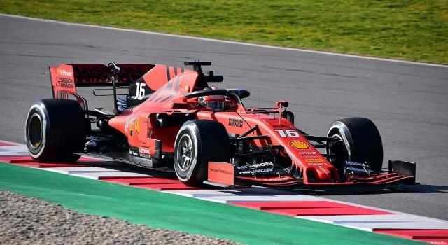 A Ferrari 21 éves pilótája indul az élről