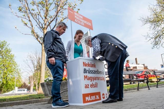 A bevándorlás megállításáért folytatódik az aláírásgyűjtés Harkányban is