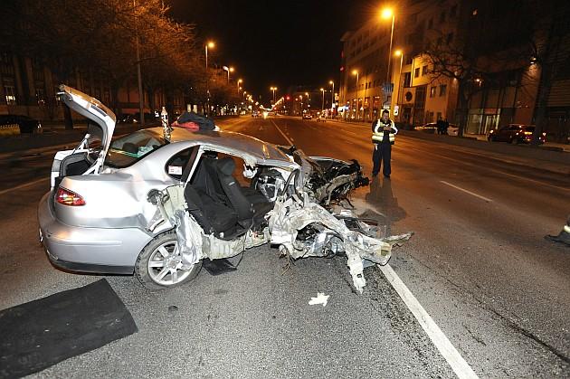 Vasárnap esti baleset a fővárosban - itt szerencsére csak egy sérült volt. fotó: Mihádák Zoltán, MTI