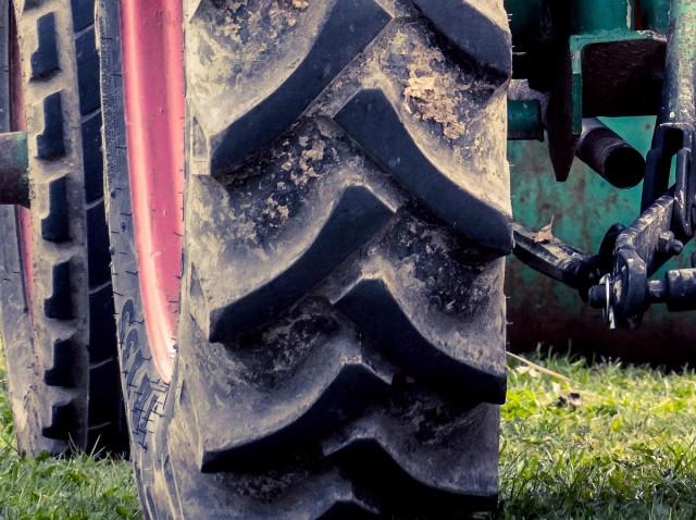 Felborult egy traktor Baranyában, meghalt a vezetője