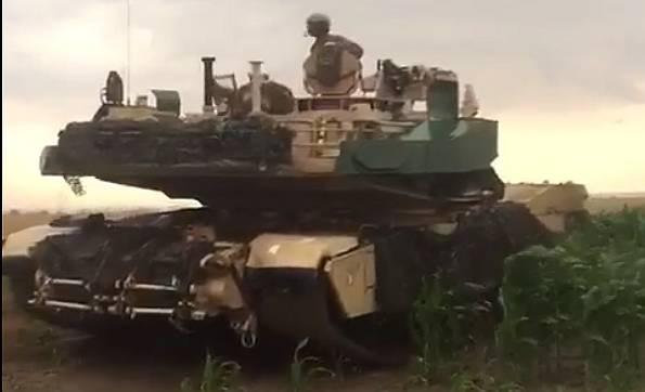 Amerikai tankok rohantak le román kukoricaföldeket