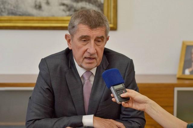 Háromszáz városban követelik a cseh miniszterelnök lemondását
