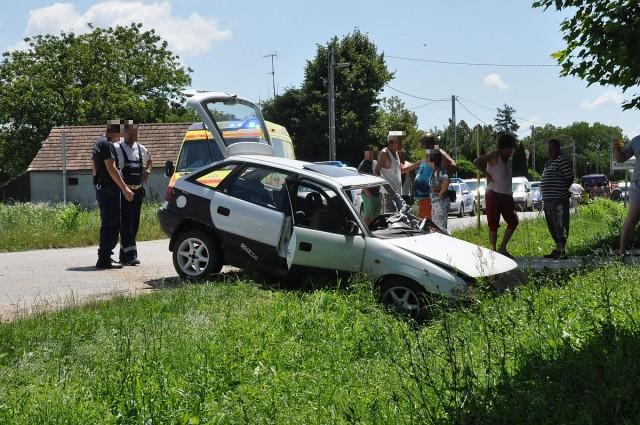 Árokba hajtott egy Opel Kisasszonyfán
