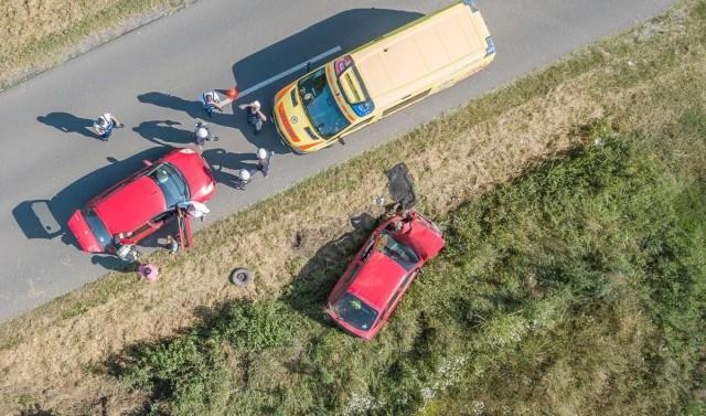 Árokba hajtott egy autó Kémesnél – friss: a kerék szakadt ki, súlyos sérült