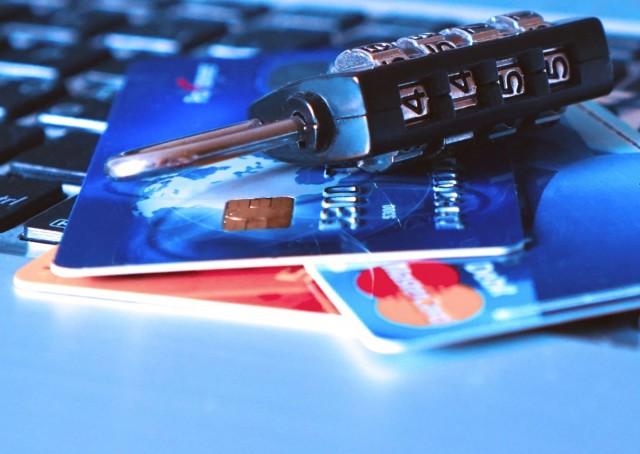 Újabb biztonsági lépésre kötelezik az online vásárlókat