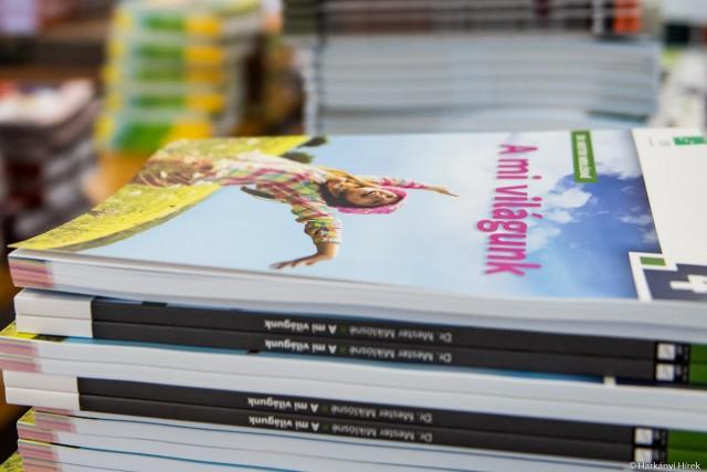 Ötezer könyv érkezett a harkányi iskolába