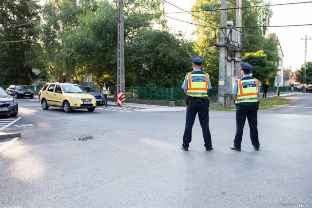 Iskolakezdés rendőri segítséggel