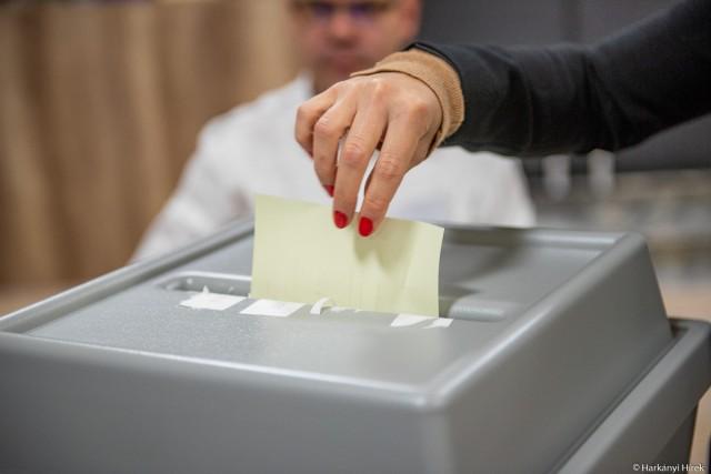 Választások – megnyíltak a szavazókörök