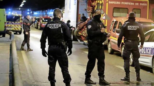 Agyonlőttek egy késes támadót Párizsban