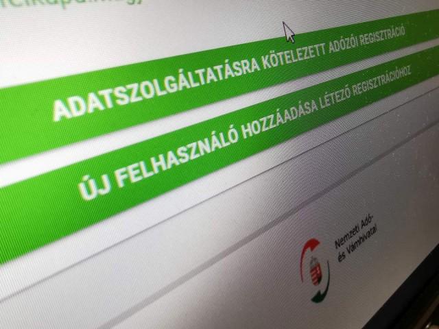 Július elsejétől minden vállalkozónak regisztrálnia kell magát a NAV-hoz