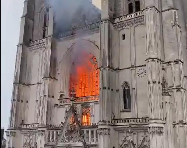 Kigyulladt egy nantes-i katedrális