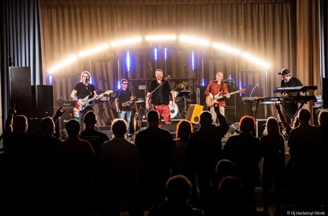Jótékonysági koncert – átadták Marciéknak az összegyűlt összeget