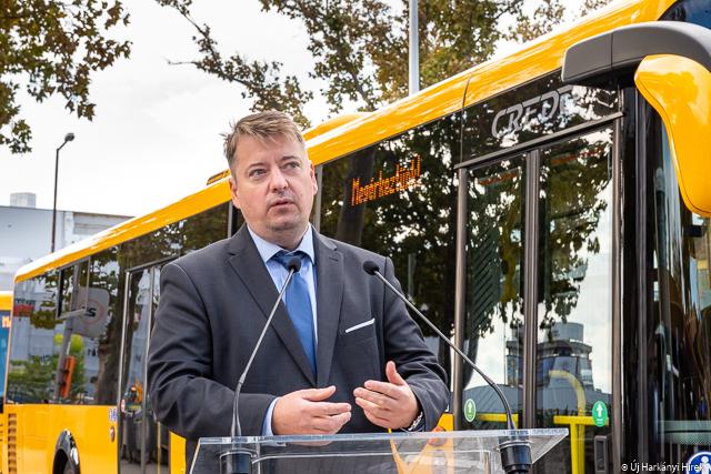 Kameniczky Ákos, a Volánbusz forgalmi és kereskedelmi főigazgatója az új buszok pécsi átadásakor