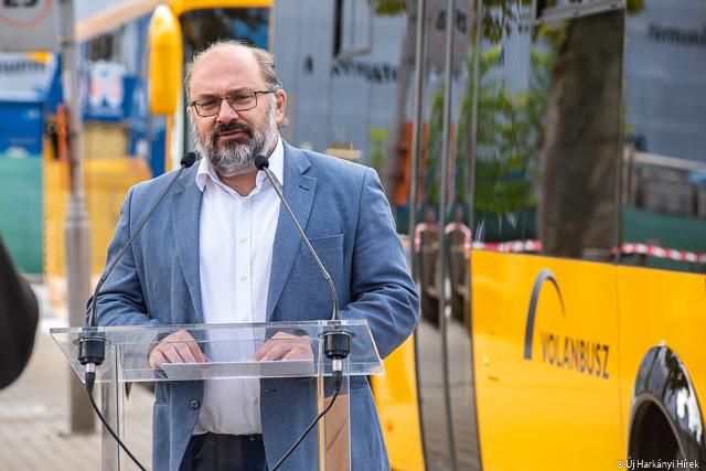Nagy Csaba képviselő az új buszok pécsi átadásakor